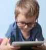 怎么控制小孩玩手机 如何让孩子少玩手机